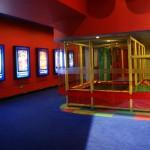 Les couloirs du cinéma, avec un terrain de jeux pour les enfants !