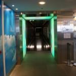 l'entrée du couloir vers la salle