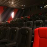 zoom sur les fauteuils de la salle rouge