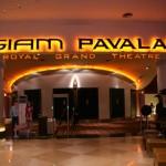 """L'entrée de la salle """"Royal Grand Theatre"""""""