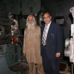 Le projectionniste et le manager du cinéma Shiela, devinez qui est qui !