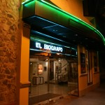 la facade du Biografo de nuit
