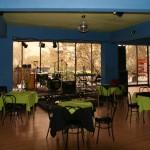 Le café au 1er étage du cinéma, qui fait aussi salle de concert !