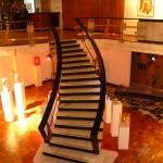 l'escalier pour retourner vers la salle