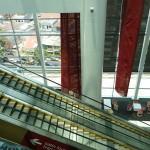 l'escalator vers l'espace VIP : le satin lounge