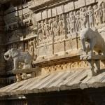 Les sculptures et gravures sur le temple